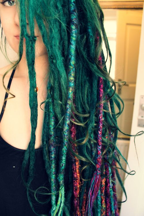 a83c16c9b2a892f1a824ffd2373b5b13--colored-dreads-colored-hair.jpg