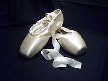 220px-Pointe_shoes.jpg