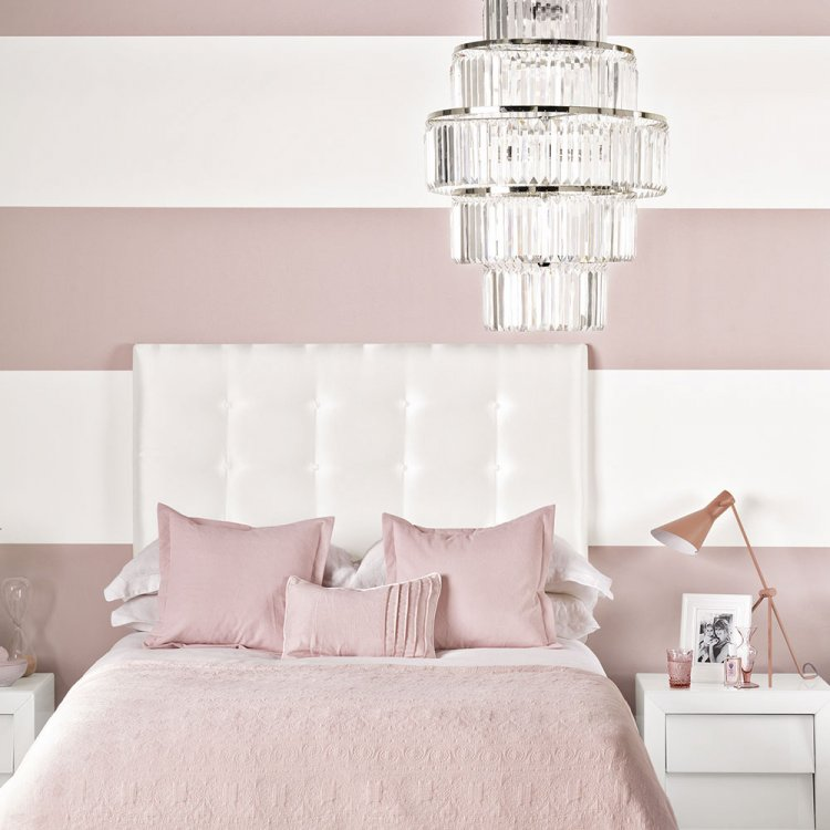 Chic-Pink-and-White-Bedroom-with-Chandelier.thumb.jpg.d2417c1c24013018cb50a93ac5e1b199.jpg