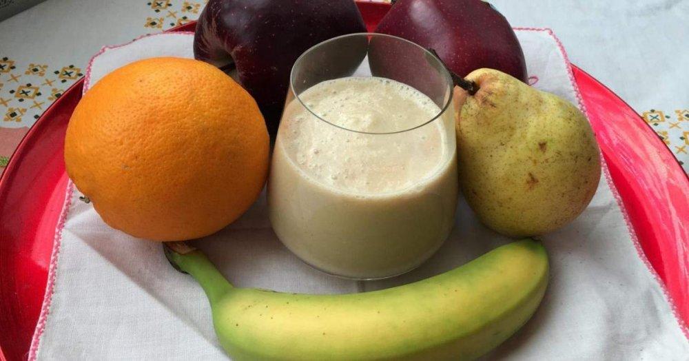 frullato-di-frutta-mista-e-mandorle-light.jpg