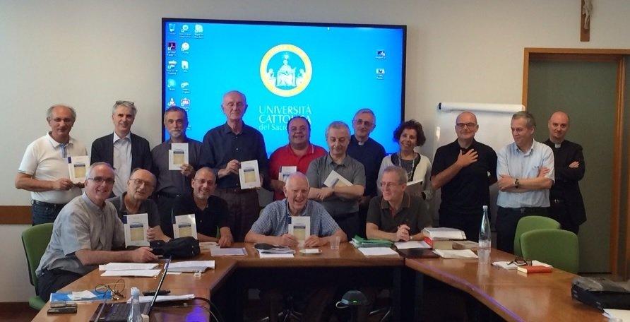 I partecipanti presentano il libro di R.Liddy.jpg