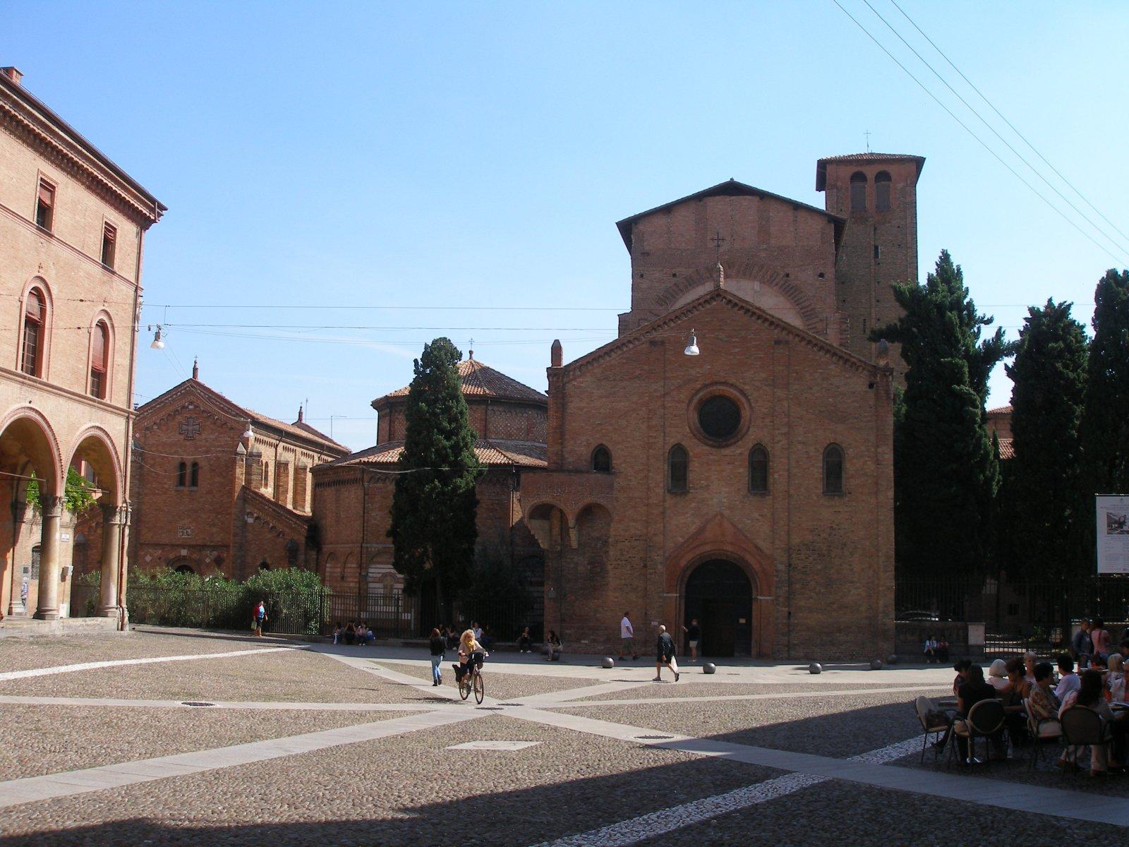 Bologna Piazza Santo Stefano !.jpg