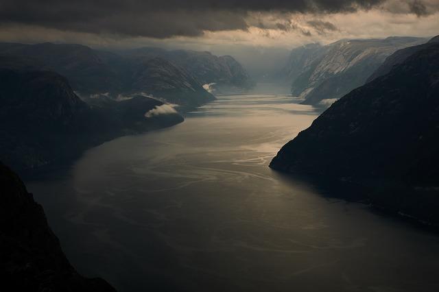 fjord-3663012_640.jpg
