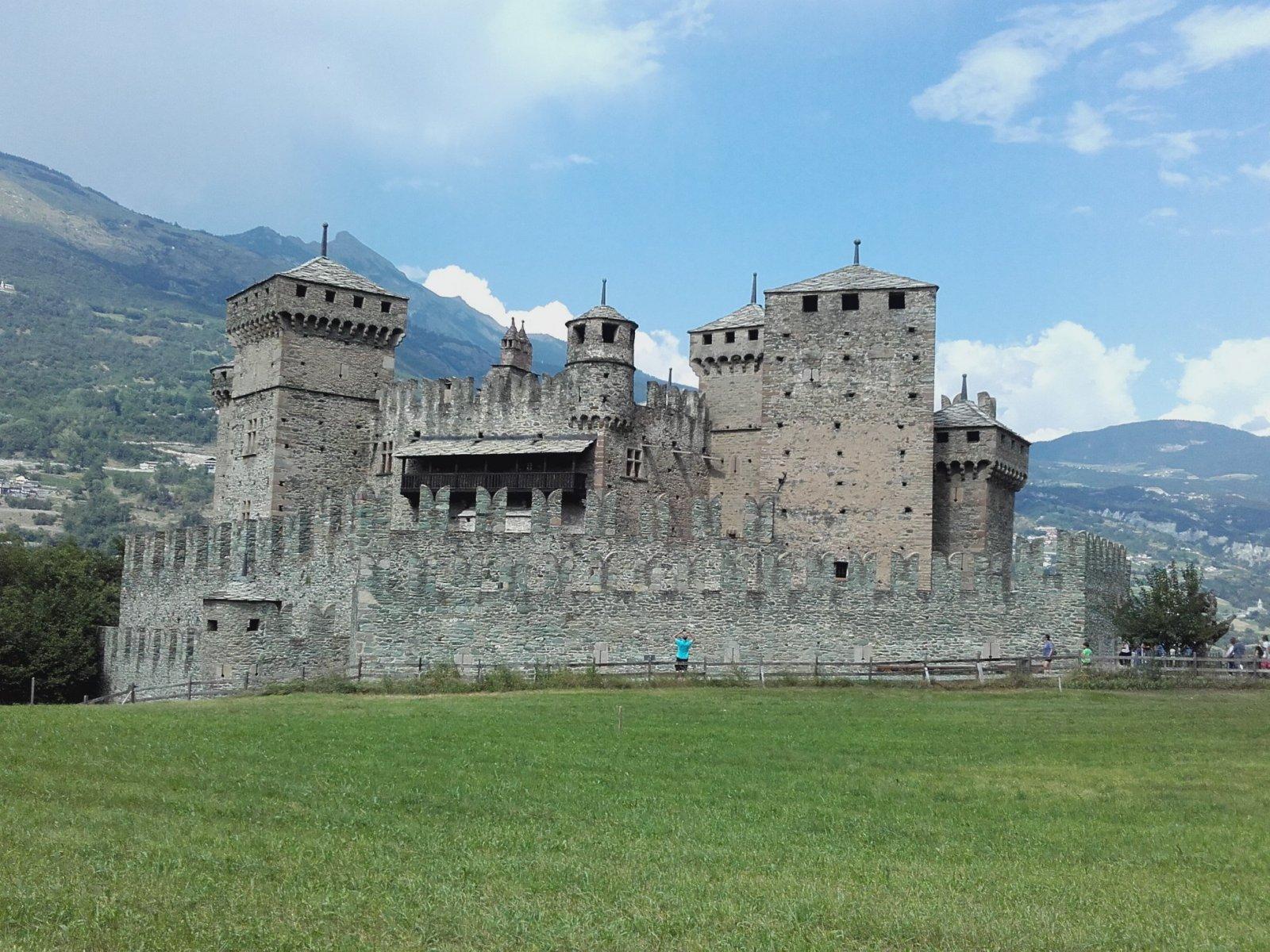 castello di fenis  valle d'aosta !.jpg