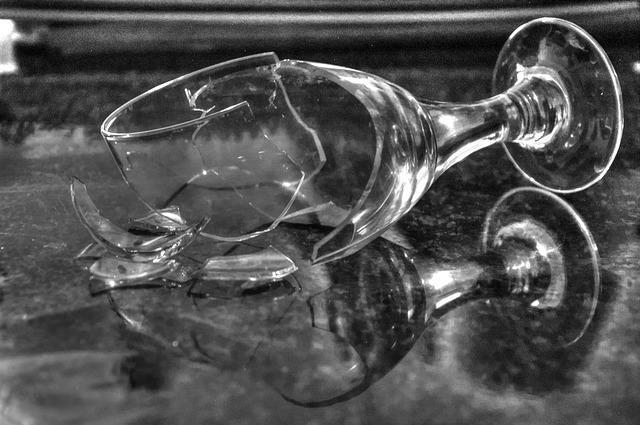 broken-glass-1794449_640.jpg