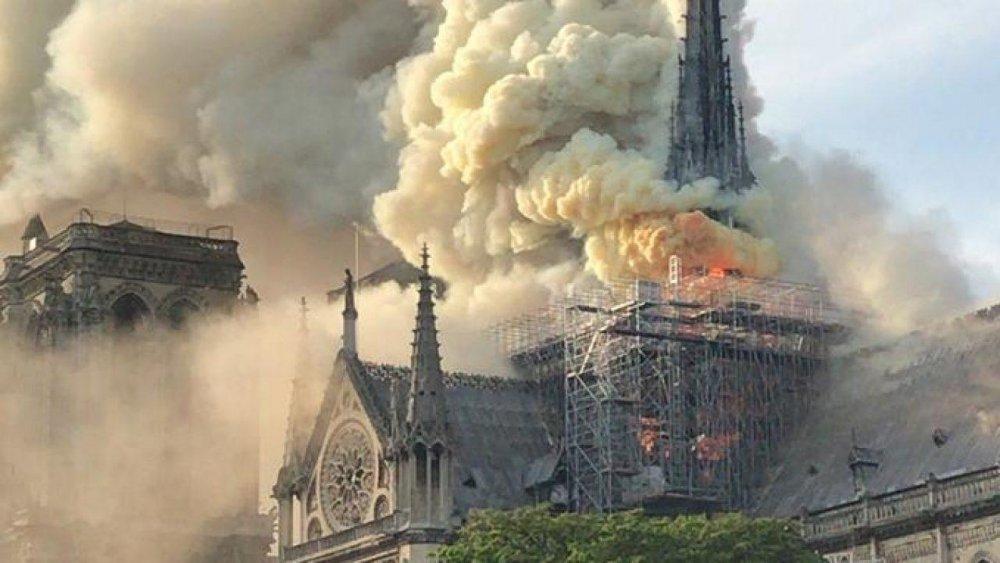 incendio-notre-dame-parigi-1280x720.jpg
