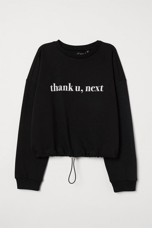 https___hypebeast.com_wp-content_blogs.dir_6_files_2019_08_hm-ariana-grande-thank-u-next-0015-h-m-ag-black-text-cropped-sweater-hkd229.jpg