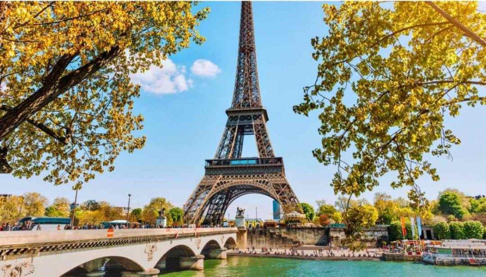 un-enorme-parco-attorno-alla-tour-eiffel-cambieracc80-il-volto-di-parigi.jpg