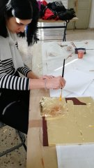 manufatto in foglia d' oro