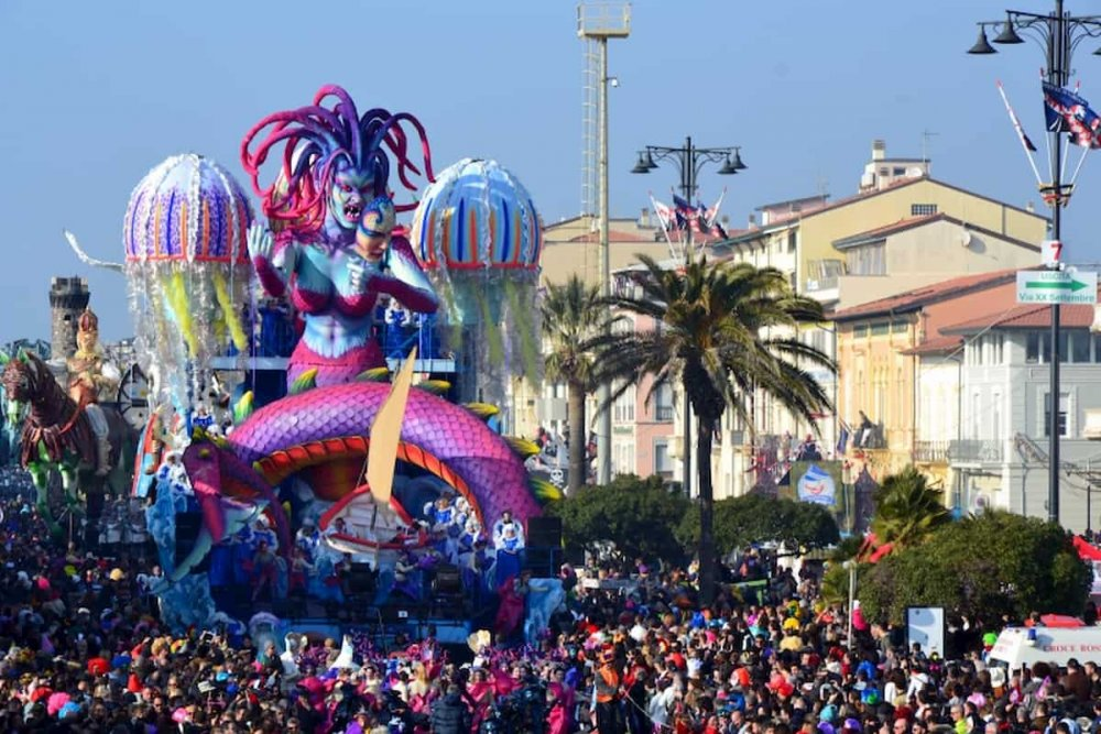 Carnevale-Viareggio-carro.thumb.jpg.ccbef0071b939fc3b7635308acc7ba1a.jpg
