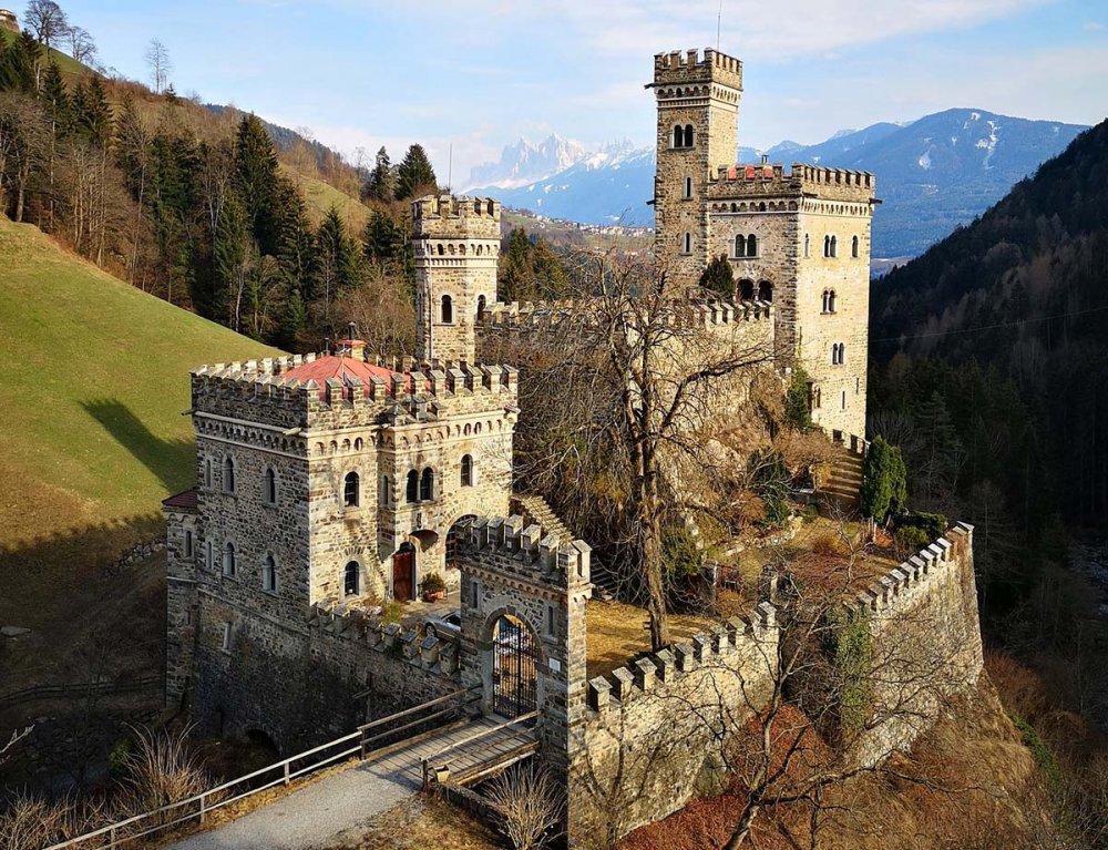 castelli-lusso-collina-santandrea.jpg
