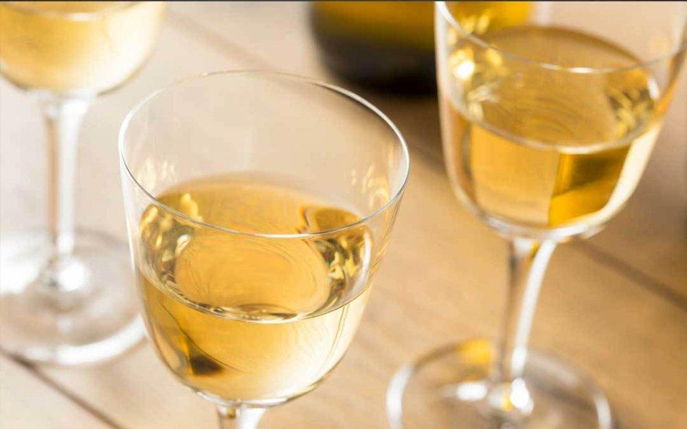 il-bicchiere-giusto-per-degustare-il-vino-passito.thumb.jpg.03023f081afa1e4f1aa1eb28af28914a.jpg