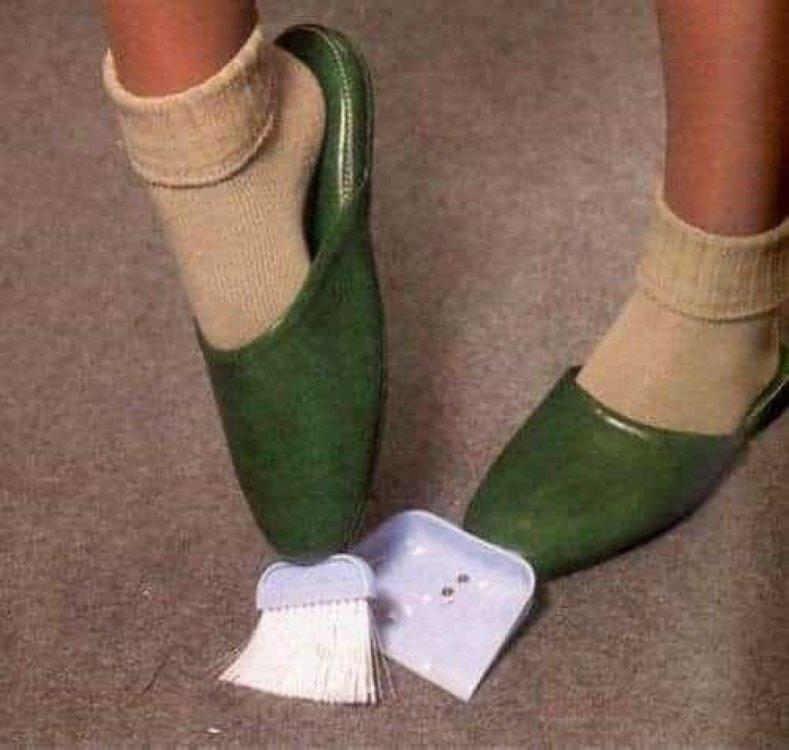 invenzioni-foto-divertenti-pantofole-scopa-min-e1461141633427.jpg