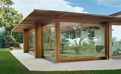 Veranda in legno con vetrate