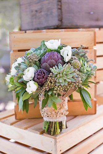 winter-wedding-bouquets-meg-ruth-photography-334x500-1.jpg