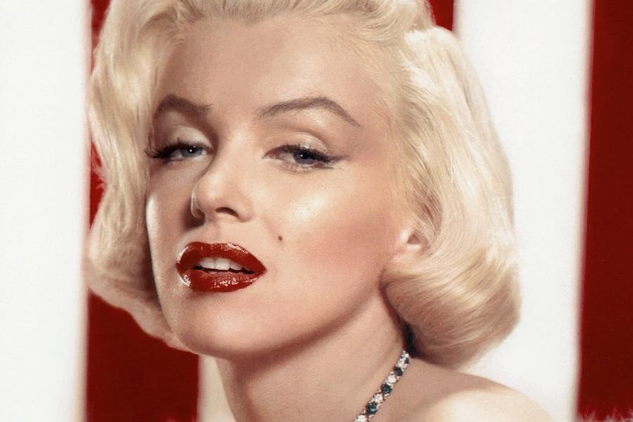Marilyn_Monroe_Photoplay_1953.jpg.d0843450ca696d5c0e3cee3fdd962fa8.jpg