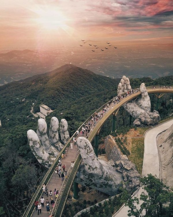 AD-Creative-Design-Giant-Hands-Bridge-Ba-Na-Hills-Vietnam-04.jpg