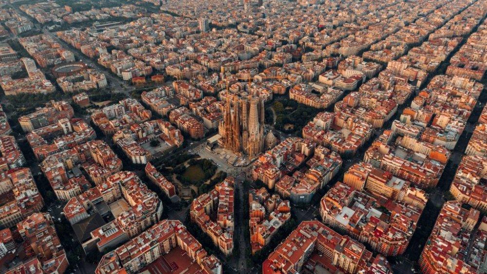 eixample-barcelona-aerial-view_dezeen_2364_hero-1024x576.jpg